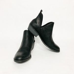 NWOB Universal Thread black faux leather booties